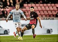 FODBOLD: Anders Holst (FC Helsingør) presses af Tim Sparv (FC Midtjylland) under kampen i ALKA Superligaen mellem FC Midtjylland og FC Helsingør den 3. november 2017 på MCH Arena i Herning. Foto: Claus Birch