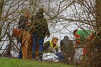 Mannheim. 28.01.18   <br /> Vogelstang. Unterer Vogelstangsee. Im n&ouml;rdlichen Uferbereich des Sees ist eine Leiche gefunden worden. Die Kriminalpolizei und Einsatzkr&auml;fte der DLRG bergen den Leichnam und decken diesen mit Folie ab.<br /> Eine Leiche ist am Sonntag am Mannheimer Vogelstangsee gefunden worden. Das hat die Polizei auf Anfrage best&auml;tigt. Einsatzkr&auml;fte sind zurzeit vor Ort<br /> Bild: Markus Prosswitz 28JAN18 / masterpress (Bild ist honorarpflichtig - No Model Release!) <br /> BILD- ID 06968  