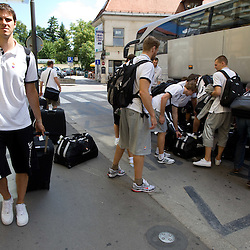 20100809: SLO, Basketball - Team Slovenia at arrival from Spain to City hotel in Ljubljana