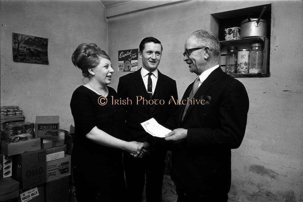 25/03/1966<br /> 03/25/1966<br /> 25 March 1966<br /> Presentation of Capital Tea Cheque to Mr and Mrs Mullin.<br /> Mr. A.M. Thomas (right) Sales Manager, Irish Tea Merchants Ltd., Thomas Street, Dublin, handing over a cheque for £50 to Mr and Mrs Michael Mullin, 5. Stamford Green, Walkinstown, Dublin. Mrs Mullin was one of the lucky housewives who found a winning voucher for £50 in a packet of Capital Tea, an I.T.M. promotion running at the time.