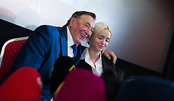 11.02.2016, Einkaufszentrum Lugner City, Wien, AUT, Antrittspressekonferenz zur Präsidentschaftswahl 2016, im Bild v.l.n.r. Baumeister Richard Lugner mit Ehefrau Cathy // building tycoon Richard Lugner with his wife Cathy during his announcement to run for presidential elections at shopping mall Lugner City in Vienna, Austria on 2016/02/11, EXPA Pictures © 2016, PhotoCredit: EXPA/ Michael Gruber