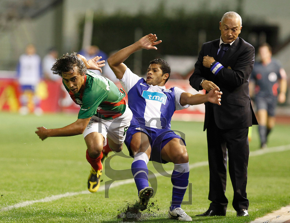 Portugal, Funchal: Maritimo player,Paulo Jorge (L), fights for the ball with F.C. Porto opponent, Hulk (R), during their first league soccer match held at the Barreiros stadium, Funchal, Madeira Island, Portugal, 8 November 2009..Photo Gregorio Cunha.Liga Sagres, Estadio dos Barreiros, Ilha da Madeira, Portugal.Maritimo vs FC Porto.Paulo Jorge e Hulk.Foto Gregorio Cunha