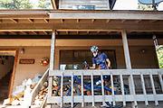 Jennifer Breet maakt zich klaar voor een trainingsrit tijdens de acclimatisatie bij Chester. Het Human Power Team Delft en Amsterdam, dat bestaat uit studenten van de TU Delft en de VU Amsterdam, is in Amerika om tijdens de World Human Powered Speed Challenge in Nevada een poging te doen het wereldrecord snelfietsen voor vrouwen te verbreken met de VeloX 8, een gestroomlijnde ligfiets. Het record is met 121,81 km/h sinds 2010 in handen van de Francaise Barbara Buatois. De Canadees Todd Reichert is de snelste man met 144,17 km/h sinds 2016.<br /> <br /> With the VeloX 8, a special recumbent bike, the Human Power Team Delft and Amsterdam, consisting of students of the TU Delft and the VU Amsterdam, wants to set a new woman's world record cycling in September at the World Human Powered Speed Challenge in Nevada. The current speed record is 121,81 km/h, set in 2010 by Barbara Buatois. The fastest man is Todd Reichert with 144,17 km/h.