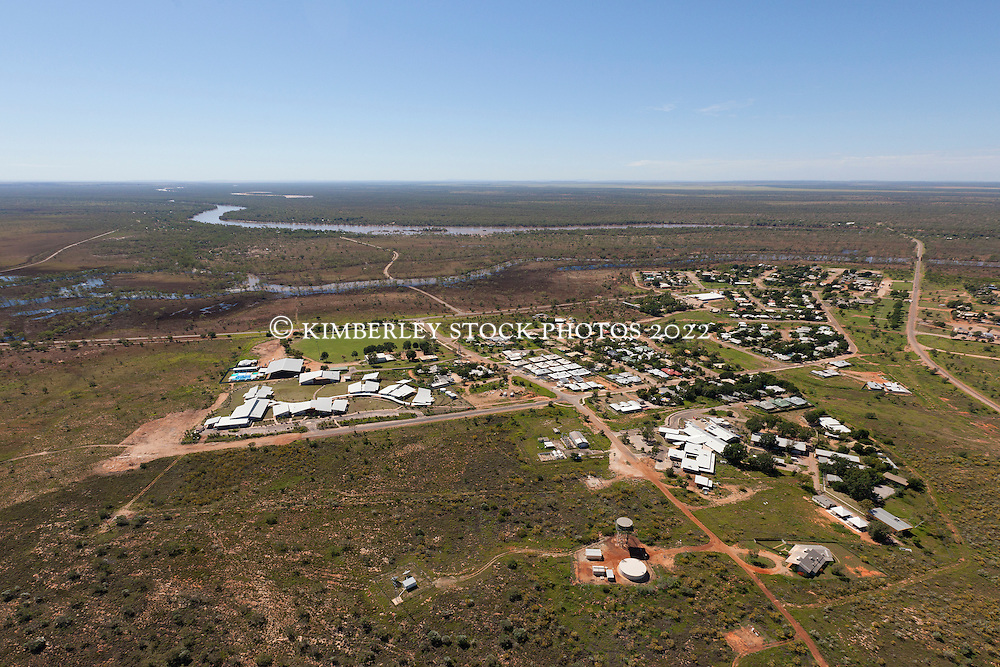 Aerial view over Fitzroy Crossing township to the Fitzroy River.