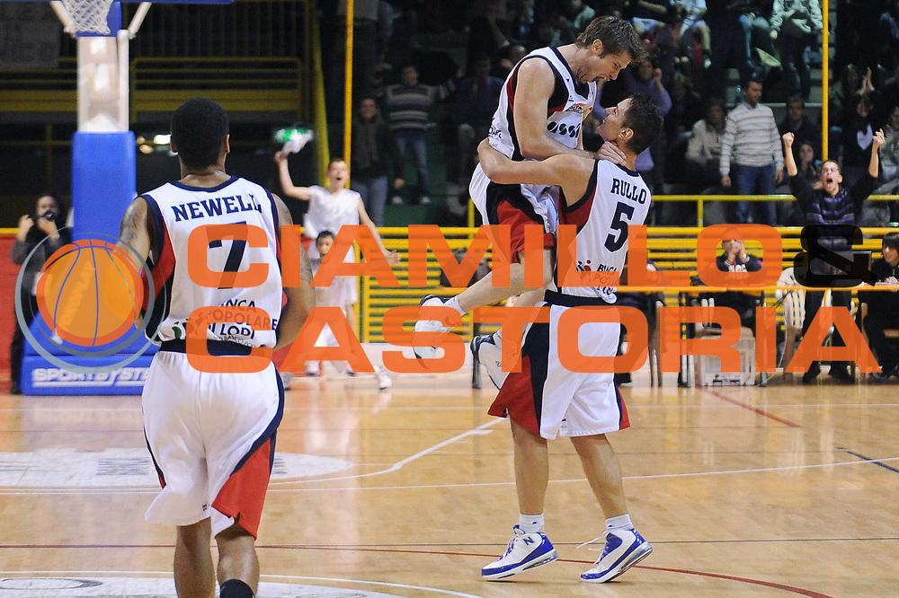 DESCRIZIONE : Lodi Lega A2 2009-10 U.C.C. Casalpusterlengo Miro Radici Finance Vigevano<br /> GIOCATORE : Roberto Rullo Marco Venuto<br /> SQUADRA : U.C.C. Casalpusterlengo<br /> EVENTO : Campionato Lega A2 2009-2010<br /> GARA : U.C.C. Casalpusterlengo Miro Radici Finance Vigevano<br /> DATA : 06/12/2009<br /> CATEGORIA : ritratto esultanza<br /> SPORT : Pallacanestro<br /> AUTORE : Agenzia Ciamillo-Castoria/A.Dealberto<br /> Galleria : Lega Basket A2 2009-2010<br /> Fotonotizia : Lodi Campionato Italiano Lega A2 2009-2010 U.C.C. Casalpusterlengo Miro Radici Finance Vigevano<br /> Predefinita :