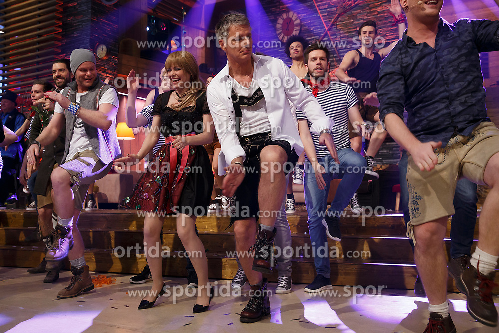 31.12.2017, Stadthalle, Graz, AUT, Generalprobe zur ARD Silvester Show 2017, im Bild die Schweizer Moderatorin Francine Jordi und der Deutsche Moderator Jörg Pilawa mit der Deutschen Gruppe voXXclub // during a rehearsal of a New Year TV show in the civic center, Graz, Austria on 2017/12/31, EXPA Pictures © 2017, PhotoCredit: EXPA/ Erwin Scheriau