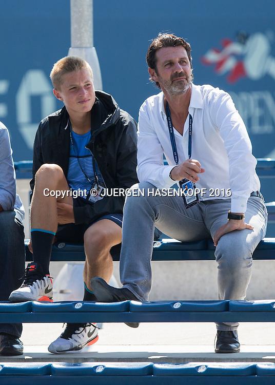 US Open 2016 Feature, Patrick Mouratoglou und Juniorspieler Rudolf Molleker (GER) sitzen auf einer Bank und schauen sich ein Juniorenmatch an.,<br /> <br /> Tennis - US Open 2016 - Grand Slam ITF / ATP / WTA -  USTA Billie Jean King National Tennis Center - New York - New York - USA  - 4 September 2016.