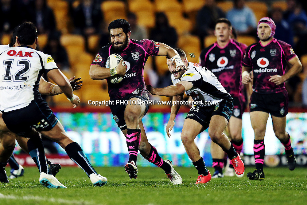Konrad Hurrell of the Warriors on the charge. Round 16 NRL Telstra Premiership game, Vodafone Warriors v Penrith Panthers, Mt Smart Stadium, Auckland, New Zealand. Sunday 29th June 2014. Photo: photosport.co.nz