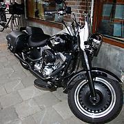 NLD/Amsterdam/20100429 - Boekpresentatie De praktijk van Plasman door Peter R. de Vries, Harley Davidson motor van Peter R. de Vries