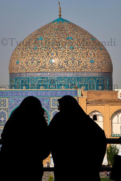 Iran, province d'Ispahan, Ispahan, Place de l'Imam, classée Patrimoine Mondial de l'UNESCO, Mosquee de Sheikh Lotfollah // Iran, Isfahan, Imam Square, Sheikh Lotfollah mosque, world heritage of the UNESCO