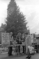 Striking miners street collection in Sheffield. 04/12/1984.