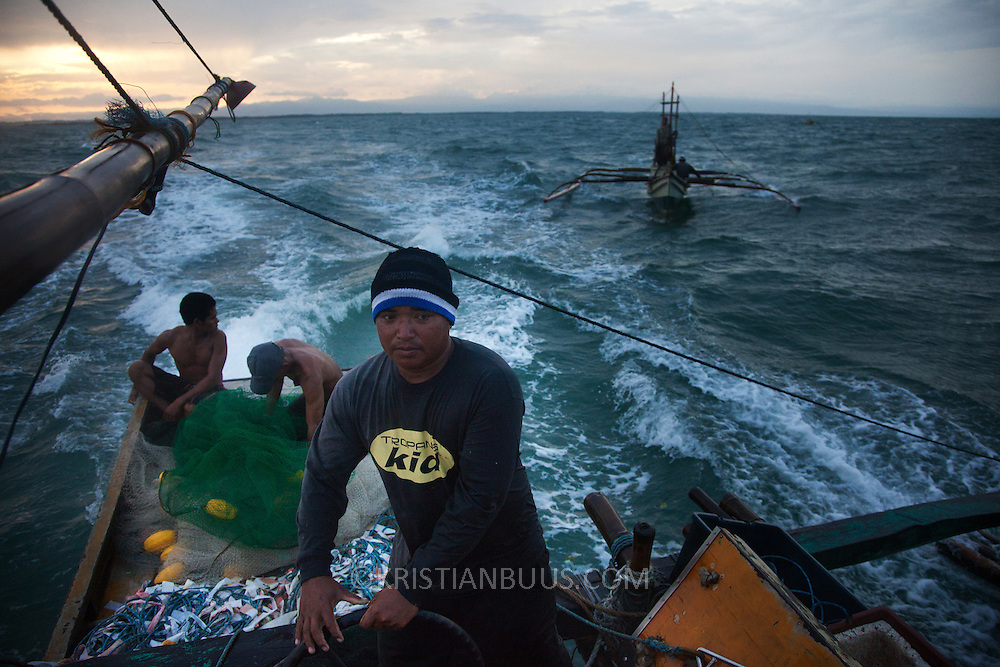 Captain Joan heads for deeper waters to trawl for fish of the coast of Hinigaran. The crew consists of 4 members, Abelino, Rene, RJ and 17 year old Joseph.  <br />