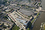 Nederland, Amsterdam, Zuid 17-06-2008; Amstel met Berlagebrug, de schuine straat is de Trompenburgstraat met op de hoek met Amsteldijk het witte  kantoorgebouw Rivierstaete ('de Apenrots'); daar achter (aan de Kromme Mijdrechtstraat) remise Lekstraat, herkenbaar aan de lichtkoepels van de daken; vanaf de  met Berlagebrug de Vrijheidslaan, richting Victorieplein met wolkenkrabber;.tramremise..luchtfoto (toeslag); aerial photo (additional fee required); .foto Siebe Swart / photo Siebe Swart.