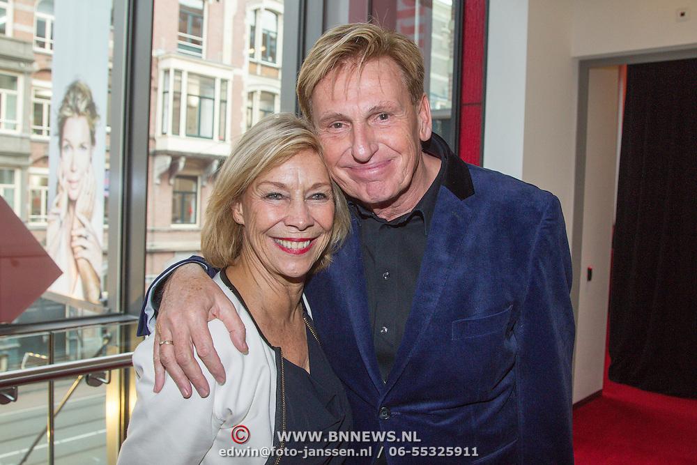 NLD/Amsterdam/20151123 - 5 jaar Delamar theater en 10 Jaar Van den Ende Foundation viering, Henny Huisman en partner Lia van Guijk
