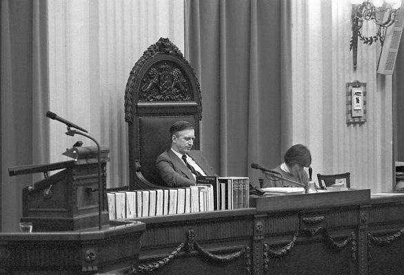 Nederland, Den Haag, 16-10-1988De plenaire vergaderzaal van de oude tweede, 2e kamer. Kamervoorzitter Dolman tijdens de behandeling van de begroting.Foto: Flip Franssen/Hollandse Hoogte