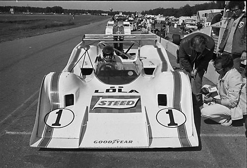 David Hobbs in Lola T310 with designer Eric Broadley at 1972 Donnybrooke Can-Am; PHOTO BY Pete Lyons 1972 / © 2014 Pete Lyons/www.petelyons.com