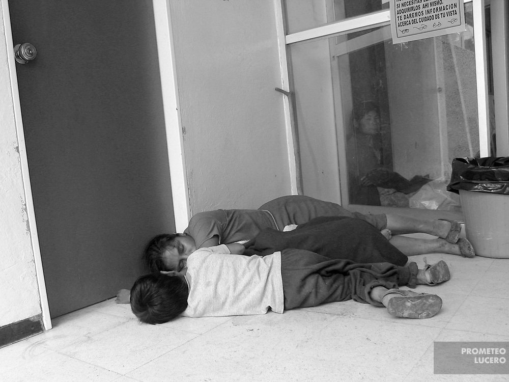 In Tlapa, the main municipality of La Montaña region, and where is located the only hospital, it is usual that women and children sleep in the floor waiting for their turn to be attended, sometimes in the street. Even health is a public service, patients say they are often asked for money.   (Prometeo Lucero)