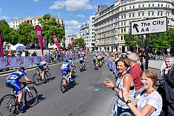 © Licensed to London News Pictures. 11/06/2017. London, UK. Spectators watch riders take part in the 62km London stage of the OVO Energy Women's Tour.  Photo credit : Stephen Chung/LNP