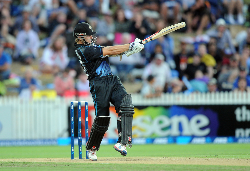 New Zealand's Kane Williamson hooks against England in the the first one day international cricket match at Seddon Park, Hamilton, New Zealand, Sunday, February 17, 2013. Credit:SNPA / Ross Setford