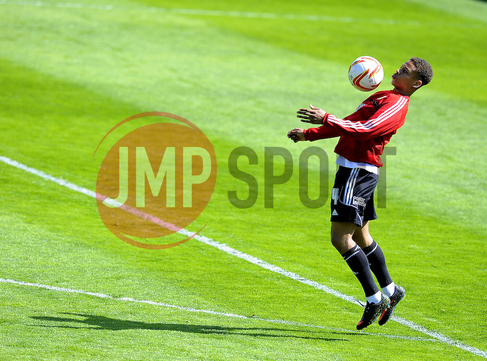 Bristol City's Bobby Reid  - Photo mandatory by-line: Joe Meredith/JMP - Mobile: 07966 386802 12/04/2014 - SPORT - FOOTBALL - Walsall - Banks' Stadium - Walsall v Bristol City - Sky Bet League One