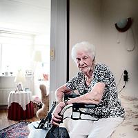 Nederland, Haarlem, 7 juli 2015.<br /> Mevrouw Sluiter op haar bed in haar seniorenflatje in Haarlem.<br /> De gemeente schroeft de hulp terug zonder naar patient te kijken.<br /> Mw. sluiter (89) heeft plots uur minder hulp, zonder dat iemand dat heeft beoordeeld, waardoor haar bed niet meer kan worden opgemaakt en haar ramen niet meer gelapt.<br /> <br /> <br /> <br /> Foto: Jean-Pierre Jans