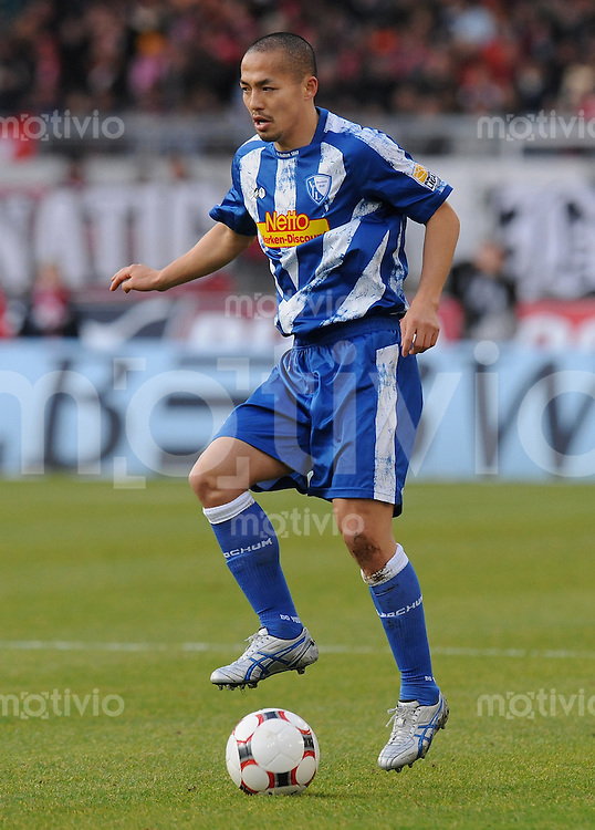 Fussball 1. Bundesliga :  Saison   2009/2010   15. Spieltag   05.12.2009 VfB Stuttgart - VfL Bochum  Shinji Ono (Bochum) am Ball