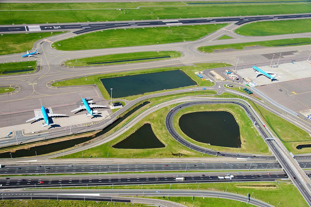 Nederland, Noord-Holland, Haarlemmermeer, 09-04-2014; luchthaven Schiphol. A4 naar Schipholtunnel. Geparkeerde vliegtuigen van onder andere KLM, zicht op Zwanenburgbaan.<br /> Schiphol Airport with motorway A4. Parked aircraft, amongst others KLM.<br /> luchtfoto (toeslag op standard tarieven);<br /> aerial photo (additional fee required);<br /> copyright foto/photo Siebe Swart.