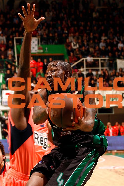 DESCRIZIONE : Siena Eurolega 2010-11 Montepaschi Siena Regal Barcellona Barcelona<br /> GIOCATORE : Bo McCalebb<br /> SQUADRA : Montepaschi Siena <br /> EVENTO : Eurolega 2010-2011<br /> GARA :  Montepaschi Siena Regal Barcellona Barcelona<br /> DATA : 17/11/2010<br /> CATEGORIA : penetrazione tiro<br /> SPORT : Pallacanestro <br /> AUTORE : Agenzia Ciamillo-Castoria/P.Lazzeroni<br /> Galleria : Eurolega 2010-2011<br /> Fotonotizia : Siena Eurolega Euroleague 2010-11 Montepaschi Siena Regal Barcellona Barcelona<br /> Predefinita :