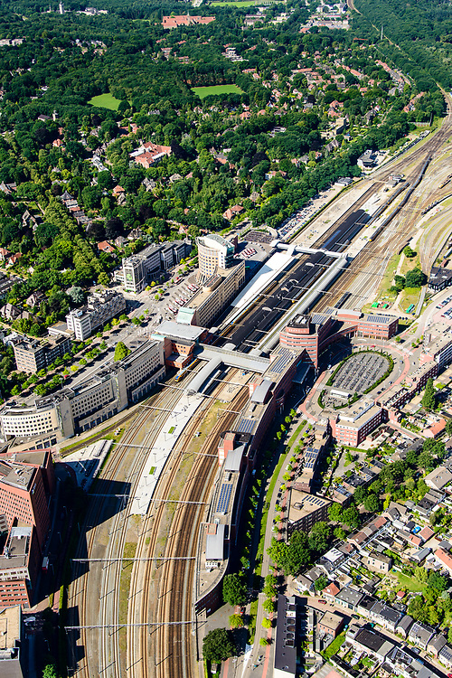 Nederland, Utrecht, Amersfoort, 17-07-2017;<br /> Station met directe omgeving, onder andere de wijken Stationskwartier, Soesterkwartier, de Berg. Spoorwegknooppunt.<br /> Railway station with immediate vicinity. Major railway junction.<br /> <br /> luchtfoto (toeslag op standard tarieven);<br /> aerial photo (additional fee required);<br /> copyright foto/photo Siebe Swart