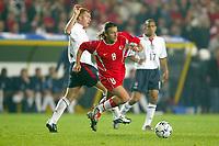 Fotball<br /> Kvalifisering til EM 2004<br /> 11.10.2003<br /> Tyrkia v England<br /> Norway Only<br /> Foto: Digitalsport<br /> <br /> FOOTBALL - EURO 2004 - QUALIFICATIONS - GROUP 7 - TURKEY v ENGLAND - 031011 - TUGAY KERIMOGLU (TUR) / PAUL SCHOLES (ENG) - PHOTO LAURENT BAHEUX