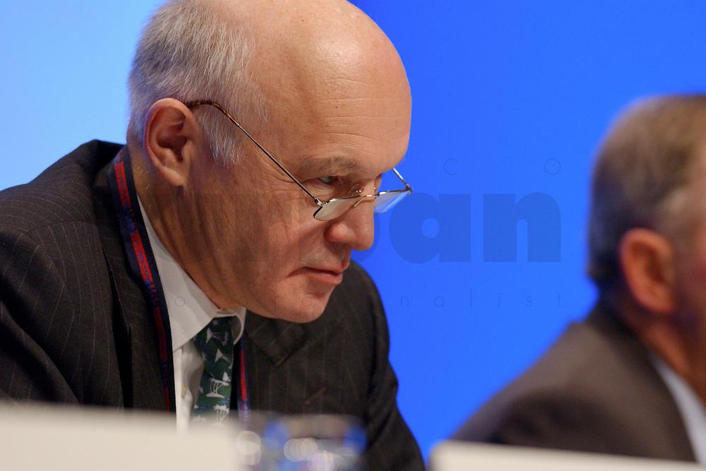 11 NOV 2002, HANNOVER/GERMANY:<br /> Wolfgang Peiner, CDU Schatzmeister, CDU Bundesparteitag, Hannover Messe<br /> IMAGE: 20021111-01-033<br /> KEYWORDS: Parteitag, party congress,
