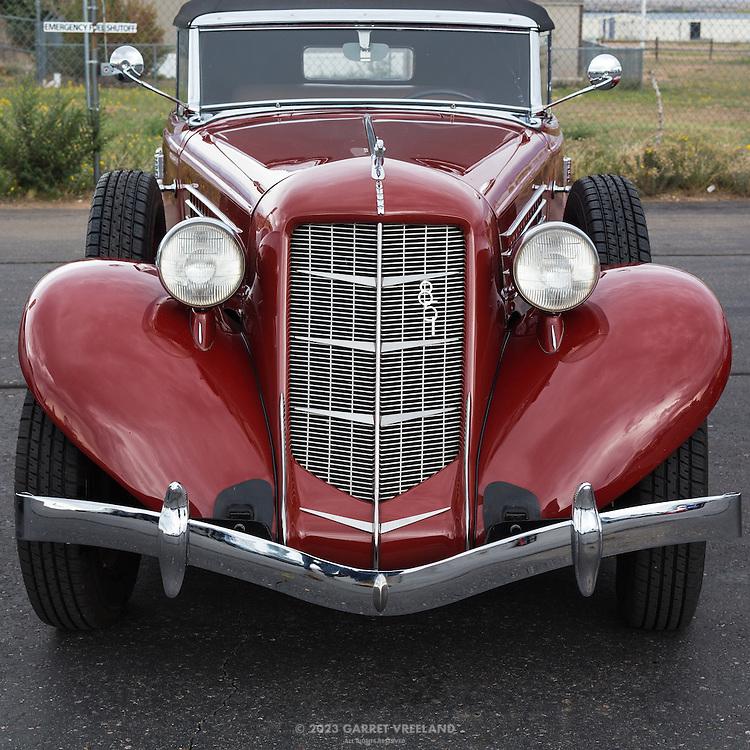 1935 Auburn 851, front view.