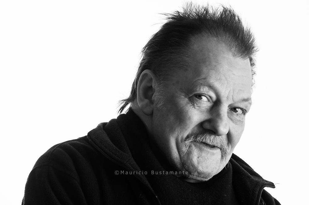 Ein Leben auf dem Kiez<br />Peter, 63, verkauft seit zehn Jahren Hinz&amp;Kunzt auf St. Pauli. Peter ist immer mit dem<br />ELEKTROROLLER unterwegs.<br />Auf St. Pauli kennt ihn jeder.