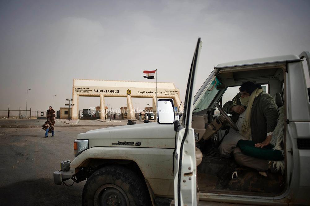 LIBYA, SALLOUM. Egyptian-Libyan border. Libian drivers waiting foreign journalists on the Libyan side of the border on February 24, 2011.©ALESSIO ROMENZI