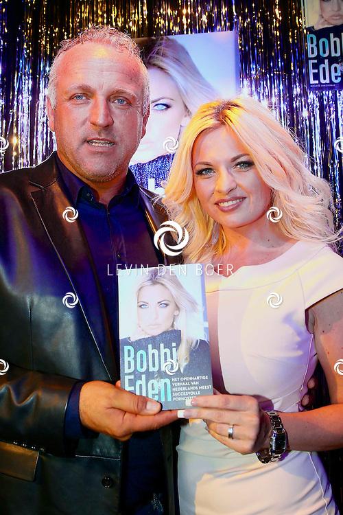 AMSTERDAM - Pornoster Bobbi Eden presenteerde haar biografie. Met hier op de foto  Gordon Heuckeroth en Bobbi Eden met haar biografie boek. FOTO LEVIN DEN BOER - PERSFOTO.NU