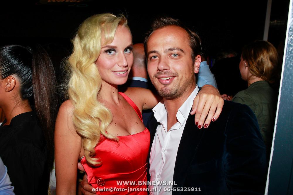 NLD/Amstelveen/20110802 - Uitreiking Esquire Most Fashionable Footballer 2011, Geert Hoes en partner Elze Mieke Tijl
