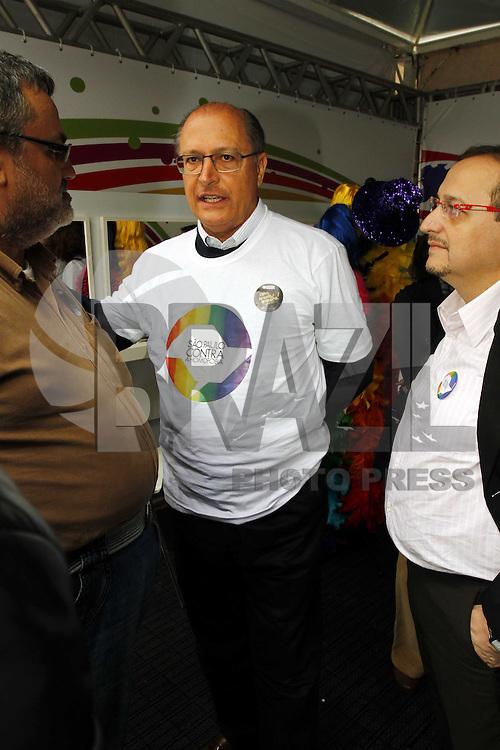 SAO PAULO, SP, 30 DE MAIO 2013 - 13&ordf; Feira LGBT no Geraldo Alckin durante abertura da 13&ordf; Feira Cultural LGBT, que faz parte da programa&ccedil;&atilde;o do M&ecirc;s do Orgulho LGBT, no Vale do Anhangaba&uacute;, centro de S&atilde;o Paulo, nesta quinta-feira, 30. O evento antecede a Parada Gay de S&atilde;o Paulo que ocorre domingo.<br /> (FOTO: PADUARDO / BRAZIL PHOTO PRESS).