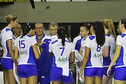 S&Atilde;O PAULO, SP, SUPERLIGA FEMININA DE V&Ocirc;LEI - Bernardinho, t&eacute;cnico do UNILEVER/RJ, durante partida contra o SESI/SP,<br /> v&aacute;lida pela 9&ordf; rodada da SUPERLIGA FEMININA 13/14, no gin&aacute;sio da Vila Leopoldina, S&atilde;o Paulo. Foto: Geovani Velasquez / Brazil Photo Press