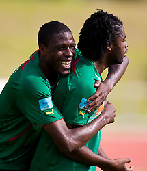 22.05.2010, Grandhotel, Lienz, AUT, FIFA Worldcup Vorbereitung, Pressekonferenz Kamerun im Bild Mohamadou Idrissou, Angriff, Nationalteam Kamerun (SC Freiburg) und Alexandre Song, Mittelfeld, Nationalteam Kamerun (FC Arsenal) lachen beim Training, EXPA Pictures © 2010, PhotoCredit: EXPA/ J. Feichter / SPORTIDA PHOTO AGENCY