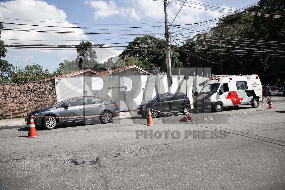 SAO PAULO, SP, 27.04.2015 - TENTATIVA DE ASSALTO - MORUMBI - SP - Tentativa de assalto termina com tiroteio e feridos, nesta segunda-feira (27), no bairro do Morumbi, zona sul da cidade de São Paulo.  (Foto: Douglas Pingituro / Brazil Photo Press)