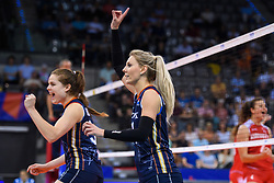 12.06.2018, Porsche Arena, Stuttgart<br /> Volleyball, Volleyball Nations League, Türkei / Tuerkei vs. Niederlande<br /> <br /> Jubel Yvon Belien (#3 NED), Laura Dijkema (#14 NED)<br /> <br /> Foto: Conny Kurth / www.kurth-media.de