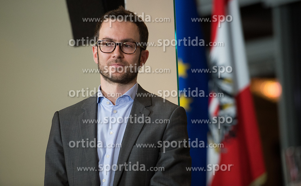 16.12.2017, Kahlenberg, Wien, AUT, Präsentation der neuen türkis-blauen Koalition, im Bild ÖVP-Sprecher Johannes Frischmann // during presentation of the new coalition between the Austrian Peoples Party and Austrian Freedom Party in Vienna, Austria on 2017/12/16, EXPA Pictures © 2017, PhotoCredit: EXPA/ Michael Gruber