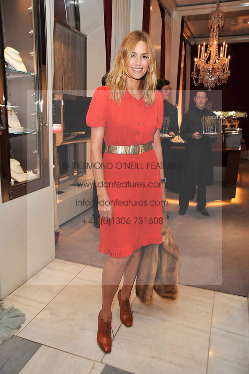 YASMIN LE BON at a party to launch the Georgina Chapman collection for Garrard held at Garrard, Albermarle Street, London on 4th November 2009.