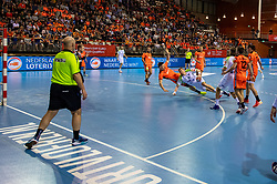 11-04-2019 NED: Netherlands - Slovenia, Almere<br /> Third match 2020 men European Championship Qualifiers in Topsportcentrum in Almere. Slovenia win 26-27 / Toon Leenders #7 of Netherlands, Blaz Blagotinsek #3 of Slovenia
