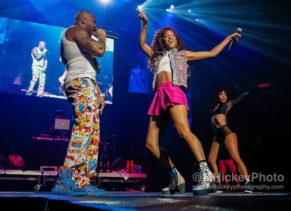 INDIANAPOLIS, IN - JUN 19: Flo Rida and Natalie La Rose perform at the WZPL Birthday Bash on June 19, 2015 in Indianapolis, Indiana. (Photo by Michael Hickey/Getty Images) *** Local Caption *** Flo Rida; Natalie La Rose