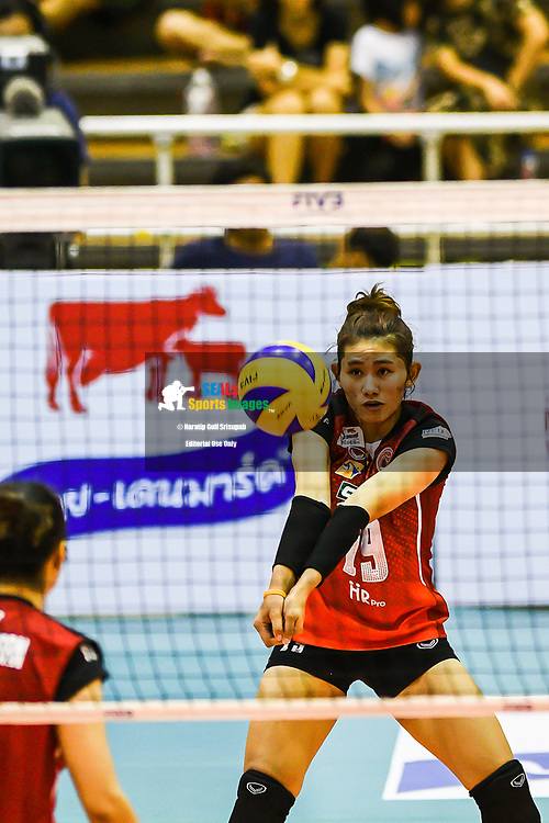 BANGKOK, THAILAND - MARCH 24: Khatthalee Pinsuwan of Khon Kaen Star #19 setting the shot during the 2017 Women's Volleyball Thai-Denmark Super League, MCC Hall The Mall , Bangkok, Thailand on March 24, 2017.<br /> .<br /> .<br /> .<br /> (Photo by: Naratip Golf Srisupab/SEALs Sports Images)<br /> .<br /> Any image use must include a mandatory credit line adjacent to the content which should read: Naratip Golf Srisupab/SEALs Sports Images