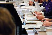 Nederland, Nijmegen, 23-2-2006..Vergadering, vergaderen, overleg, overlegcultuur, polderen, poldercutuur, poldermodel, ondernemingsraad, or, medezeggenschap, inspraak, overlegorgaan, raad, afdelingsoverleg, akkoord, praten. Bespreking. Associatie...Foto: Flip Franssen/Hollandse Hoogte