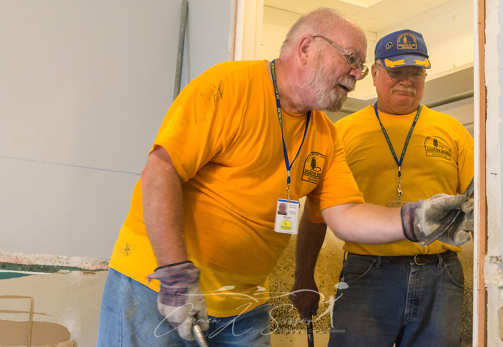 Southern Baptist Disaster Relief volunteer Rich Zimenoff, a member of First Baptist Church of Vidalia in Vidalia, Ga., removes a wooden door frame as Buddy Baker, of Northside Baptist Church in Brunswick, Ga., watches, Aug. 26, 2016, in Denham Springs, La. Zimenoff and Baker, along with other SBDR Georgia volunteers, are at the home of Karen Johnson and Phillip Carpenter this week, helping them mud out their flood-damaged home. Johnson and Carpenter, members of Immaculate Conception Church in Baton Rouge, are among thousands of Louisiana residents affected by a mid-August flood. (Photo by Carmen K. Sisson)