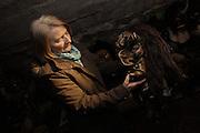 """Agnes Rieder, die """"grande dame"""" der Lötschentaler Maskenschnitzer. Sie hat die Tradition der Tschäggätta des Lötschentals erneuert und vor dem Verschwinden bewahrt. Ihre Figuren haben hexenähnliche Merkmale und eine grosse Nase.  © Romano P. Riedo"""