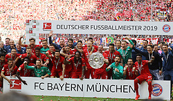 18.05.2019, Allianz Arena, Muenchen, GER, 1. FBL, FC Bayern Muenchen vs Eintracht Frankfurt, 34. Runde, Meisterfeier nach Spielende, im Bild Mannschaftsbild FC Bayern Deutscher Meister // during the celebration after winning the championship of German Bundesliga season 2018/2019. Allianz Arena in Munich, Germany on 2019/05/18. EXPA Pictures © 2019, PhotoCredit: EXPA/ SM<br /> <br /> *****ATTENTION - OUT of GER*****